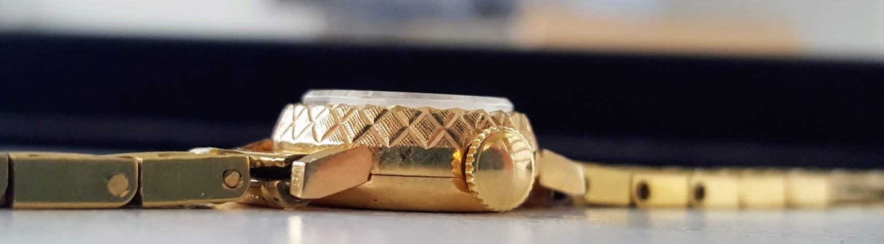 Montre Lip R100 boîtier Or massif 18 carats 15.5 mm de diamètre
